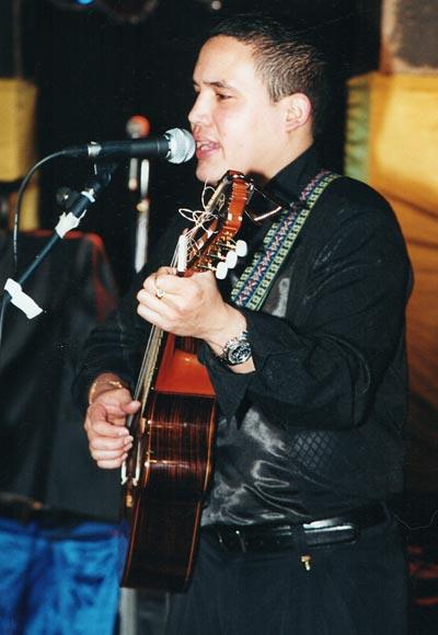 Daniel Chávez, guitarra y voz segunda