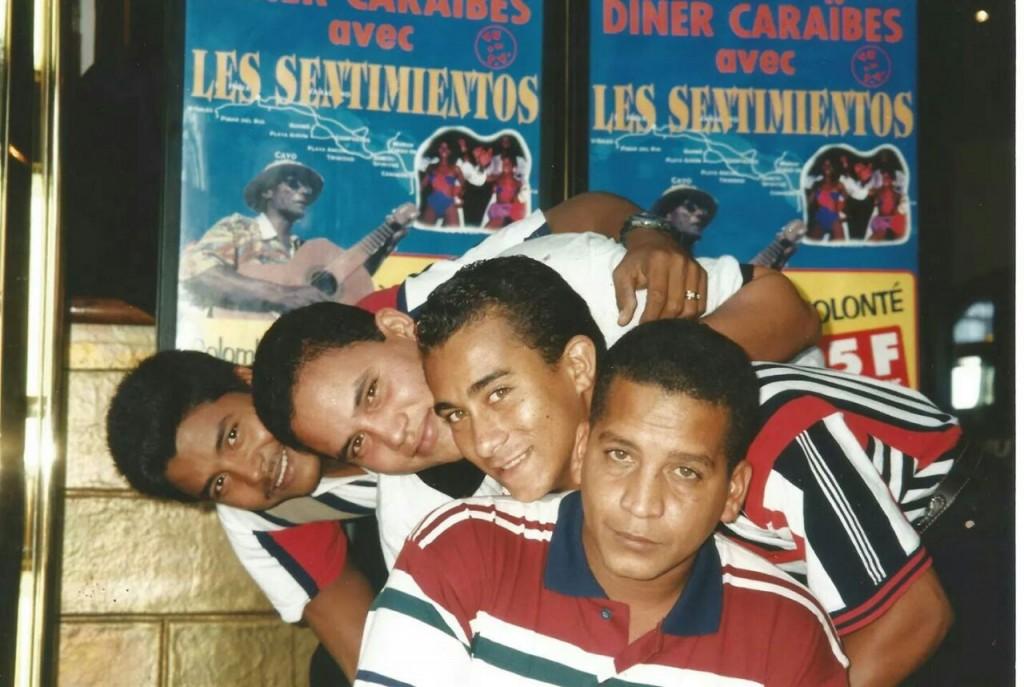 Unos jóvenes integrantes del Grupo Sentimiento de Cuba en su primera salida de la isla, en 1997